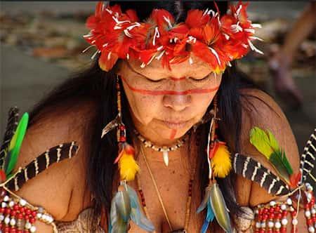Trabalho Escolar › Fatos Gerais › Como o índio se veste?