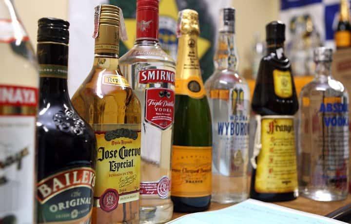 Homeopatia de tratamento de alcoólico de dependência