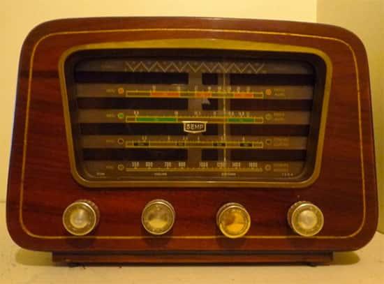 Onde foi inventado o primeiro rádio?