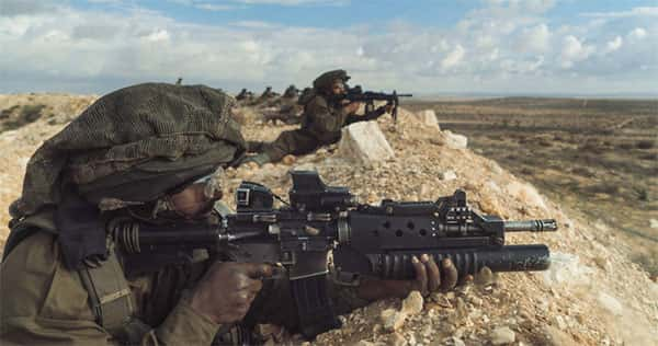 Soldados monitorando fronteira