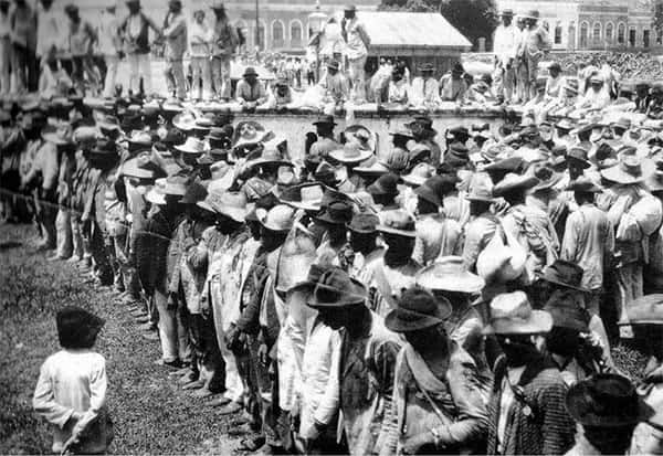 Vítimas da Seca de 1877, praça da estação
