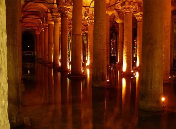 A cisterna da basílica, igreja de Santa Sofia