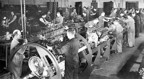 Homens linha de produção