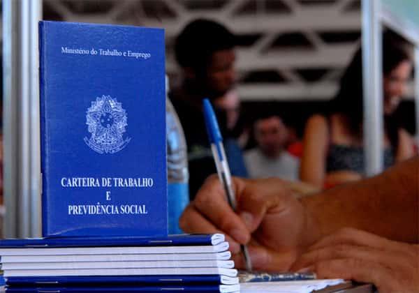Carteiras de trabalho, desemprego no Brasil