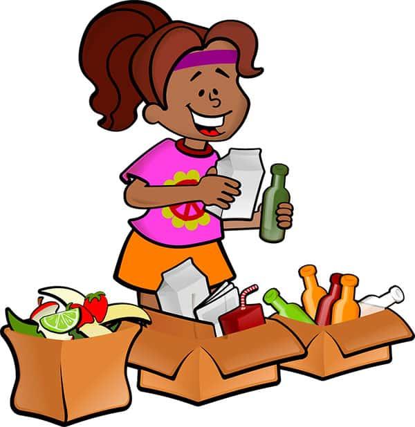 Menina separando lixo organico e reciclavel