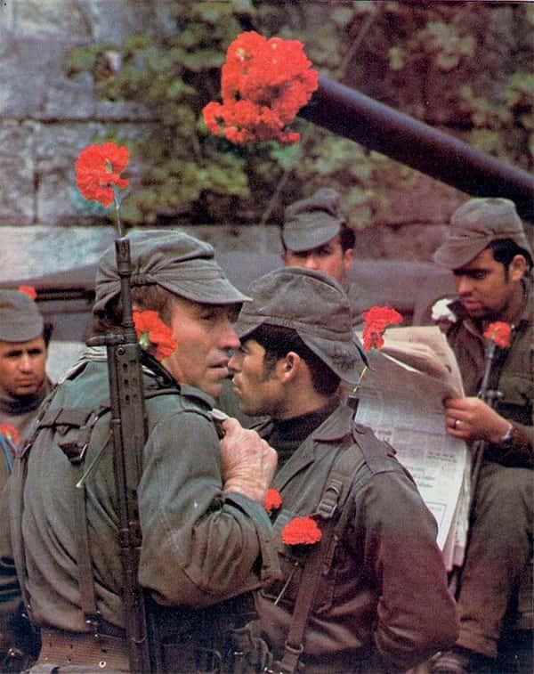 Revolução dos Cravos - Soldados Rosas