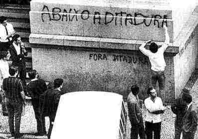 Fora ditadura, Pichação em muro