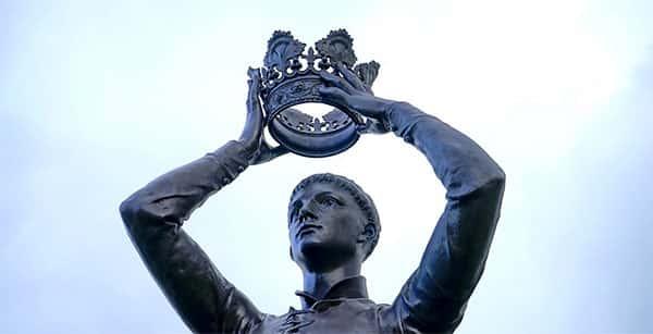Colocando a Coroa de Rei