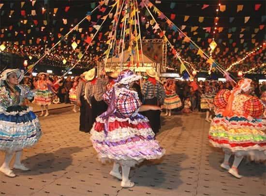 Quadrilha, Pessoas dançando, Festa Junina
