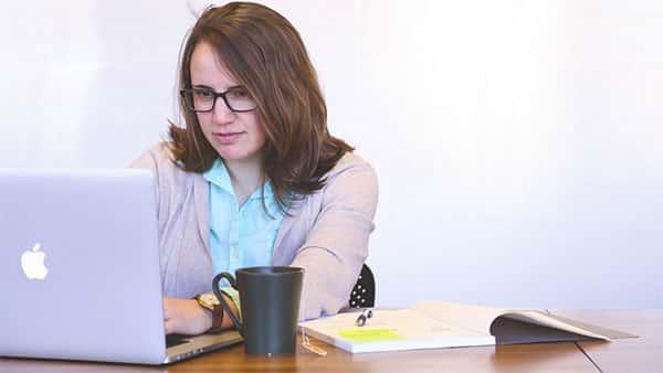 Estudando no curso pré-vestibular online