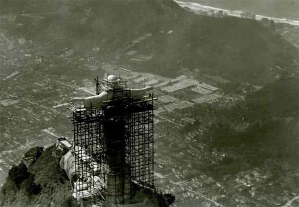 Imagem aerea da construção do Cristo Redentor