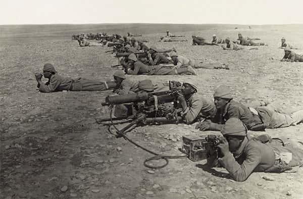 Soldados prestes à atirar